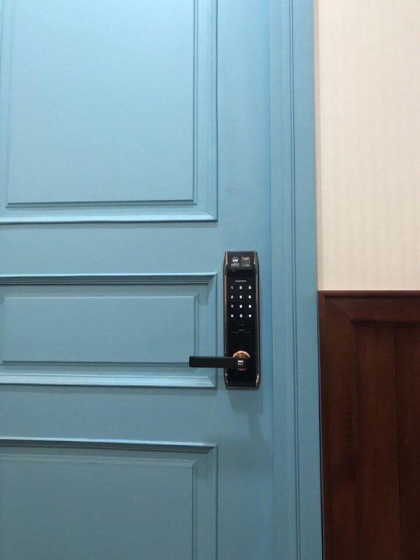 Lắp đặt Khóa cửa vân tay Unicor UN9000BS_F